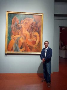 picasso painting of 3 women at the pushin museum, moscow. artist roy munday standing in front. aart teach from merseyside, art classes for beginners, painting, drawing, liverpool, soutghport.